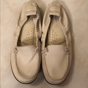 Ivory White Leather Hush Puppies Moccasins